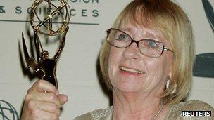 Kathryn Joosten with her Emmy Award in 2005