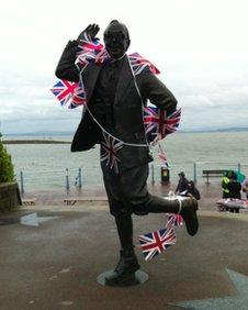 Statue of Eric Morcambe
