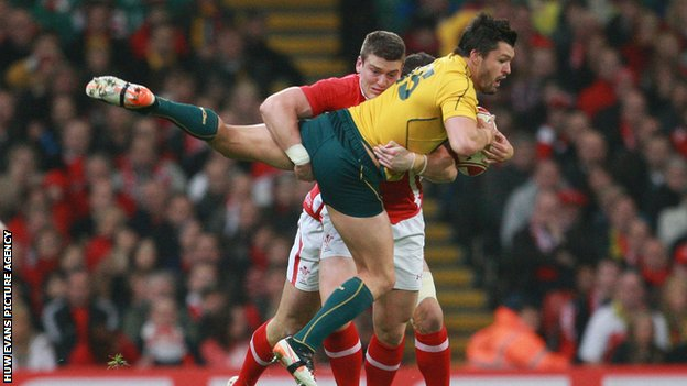 Wales&#039; Scott Williams tackles Australia&#039;s Adam Ashley-Cooper