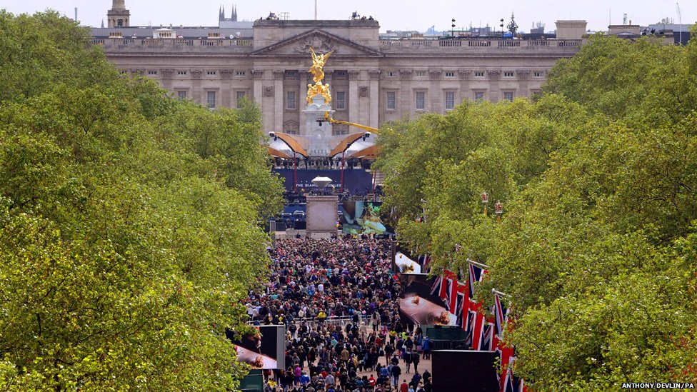 Crowds gather outside Buckingham Palace ahead of the Diamond Jubilee concert