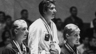 Dawn Fraser wins gold in 1964