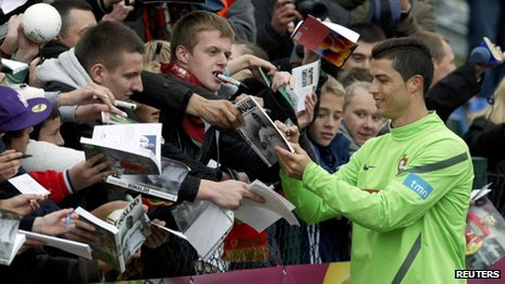 Cristiano Ronaldo signs autographs for Portugal fans in Poland (5 June)