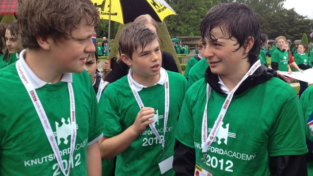 Oliver, Ted and Billy prepare for the arrival of the torch