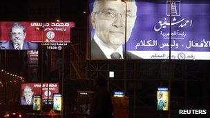 Billboard showing Ahmed Shafiq in front of two for his rival, Mohammed Mursi
