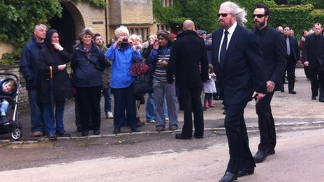 Barry Gibb at the procession in Thame