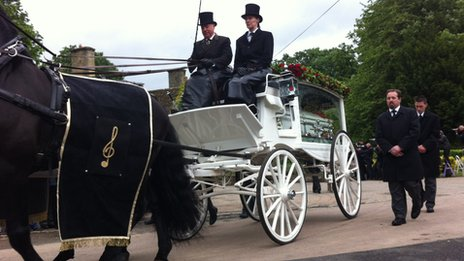 The carriage travelling through Thame