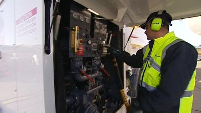 Refilling a plane with fuel