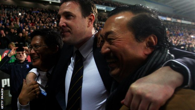 Malky Mackay with Dato Chan Tien Ghee and Tan Sri Vincent Tan