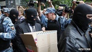 Russian security officials leave the home of opposition activist Alexei Navalny. 11 June 2012