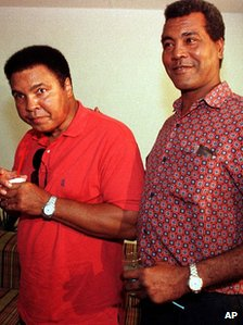 Teofilo Stevenson in 1998 with Muhammad Ali