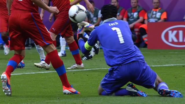 Petr Cech fumble gifts Greek goal