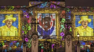 Projections on the front of Buckingham Palace