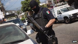 Police officer in Acapulco - march 2012