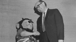 World Cup Willie shakes hands with his creator Reg Hoye