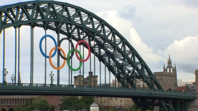 Olympic rings on Newcastle's Tyne Bridge