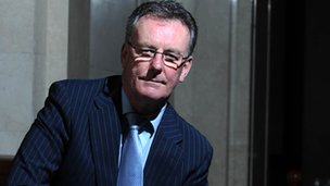 Mike Nesbitt has called the extraordinary meeting
