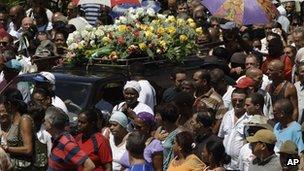 Mourners at Teofilo Stevenson's funeral