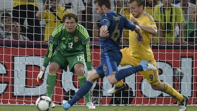 Yohan Cabaye scores France's second