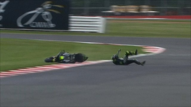 Cal Crutchlow crashes at Chapel corner