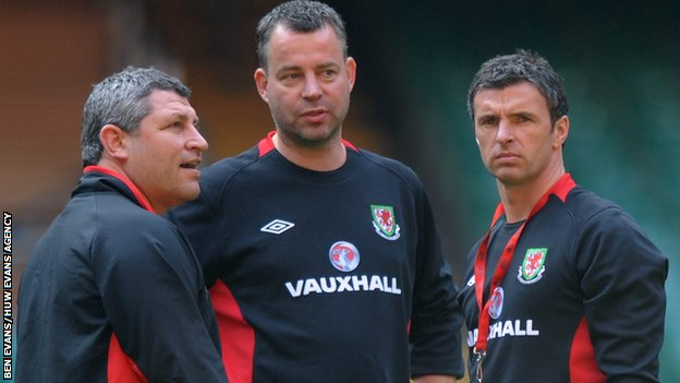 Osian Roberts and Raymond Verheijen with the late Gary Speed