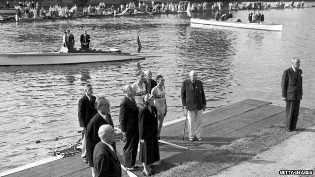 Burnell and Bushnell wait to receive their gold medals after winning the double sculls final