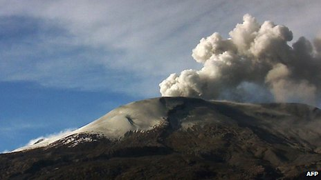 Plume of smoke billowing from the Nevado del Ruiz volcano
