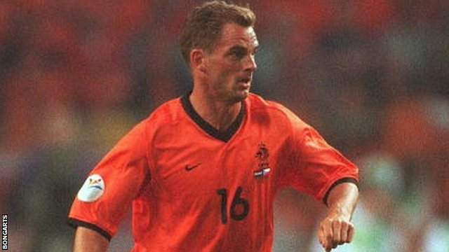 Ronald De Boer playing for The Netherlands in 2000