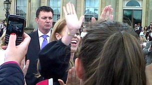 Welcome to Yorkshire has tweeted this picture of Princess Beatrice giving a high five to someone in the crowd