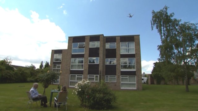 Residents in Isleworth with a plane overhead