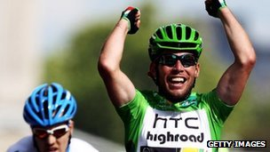 Mark Cavendish crosses the line in the final stage of the 2011 Tour de France