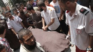 Medics move the body of Ghalib Armilat in Rafah (20 June 2012)