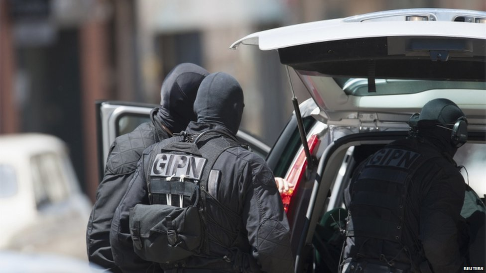 bbc news in pictures toulouse bank siege. Black Bedroom Furniture Sets. Home Design Ideas