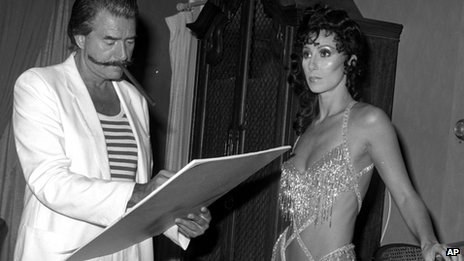 Leroy Neiman sketching Cher in September 1981