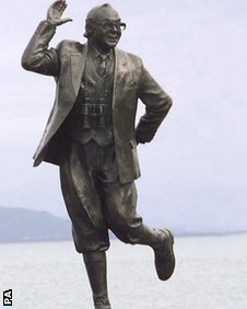 Eric Morcambe statue