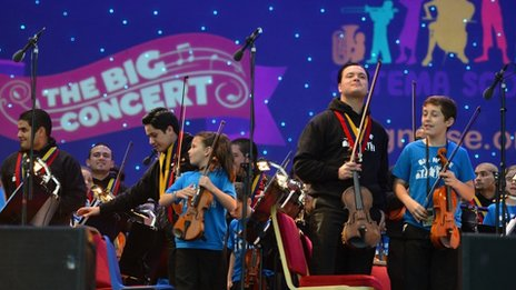 The Simon Bolivar Orchestra played alongside Raploch's Big Noise children