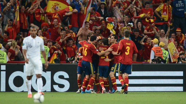 Spanish players celebrate Xabi Alonso&#039;s opening goal