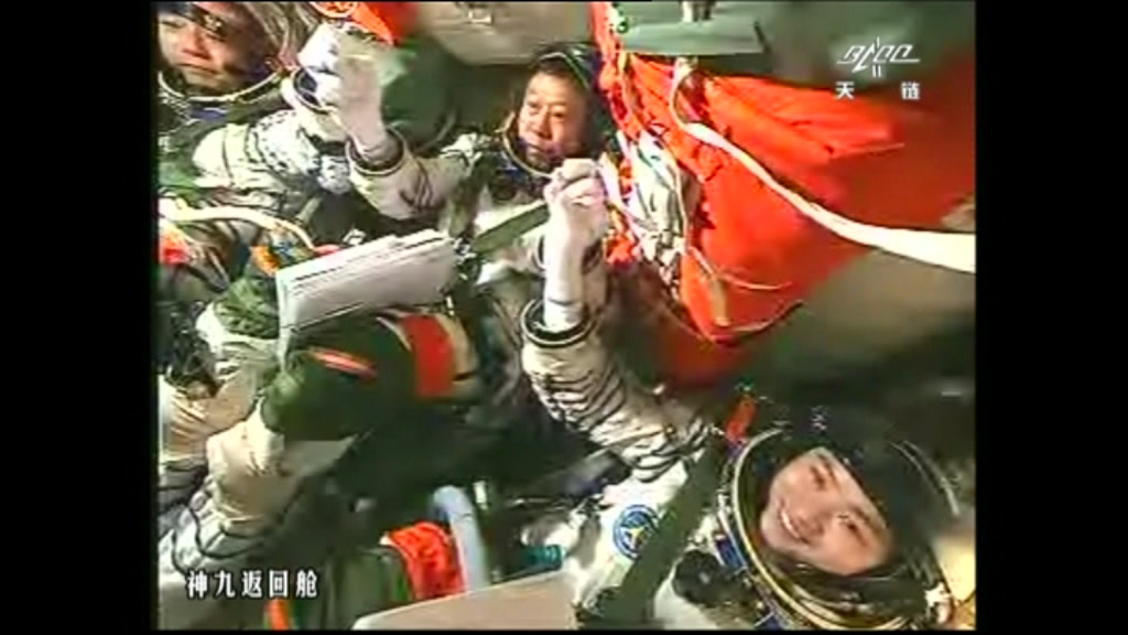 (L-R) Liu Wang, Jing Haipeng and China&#039;s first female astronaut, Liu Yang