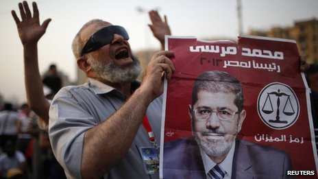 Supporter of Muslim Brotherhood holds up a picture of Mohammed Mursi (23 June 20120