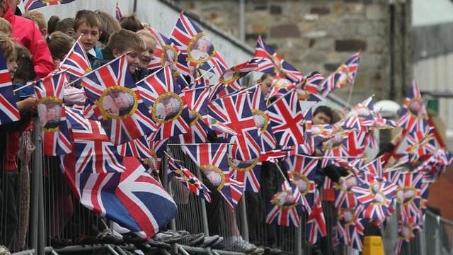 Crowds welcome the Queen