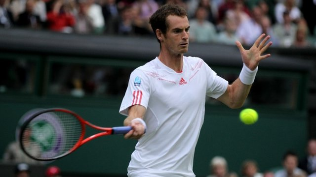 Powerful Murray eases past Davydenko