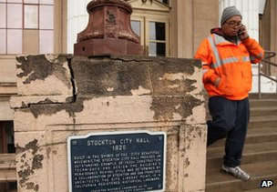 Stockton city worker leaves city hall