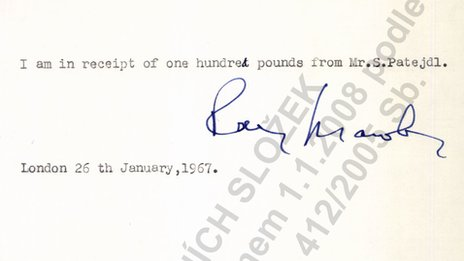 Receipt for £100 signed by Raymond Mawby (Pic: Czech Security Services Archive, Prague)