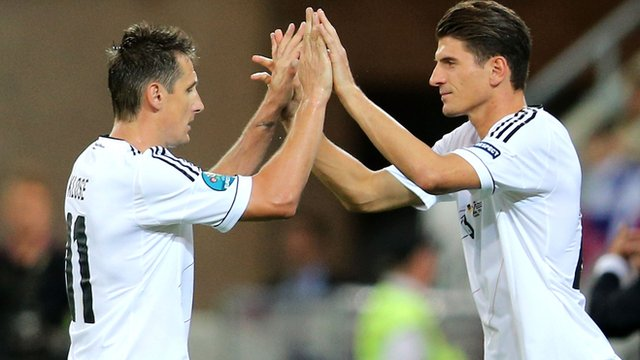 Germany strikers Miroslav Klose and Mario Gomez