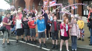 Newark children wait for the torch