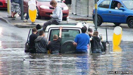 Car stuck in floods Fosse Road North, Leicester