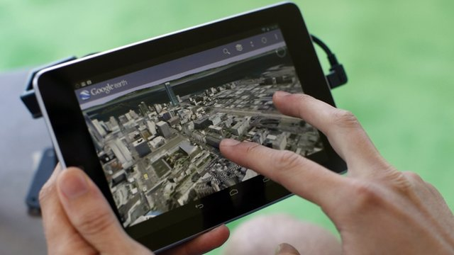 An attendee uses Google Map on a Google Nexus 7 tablet