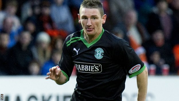 Martin Scott in action for Hibs
