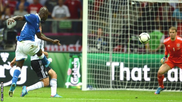 Mario Balotelli scores his second