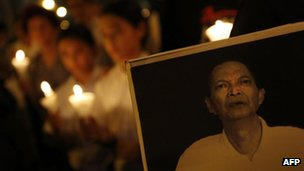 A candlelight vigil to mourn Chinese labour activist Li Wangyang&quot;s death in Hong Kong, 13 June, 2012