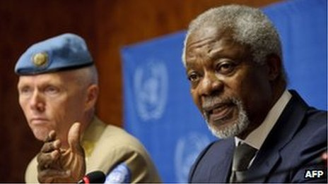 Arab League and UN special envoy Kofi Annan and Maj Gen Robert Mood, head of the UN observer mission, address a news conference at the UN in Geneva